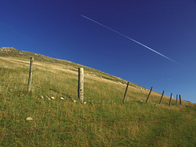 Jet runs in harmony with the southern slope of Thorpe Cloud
