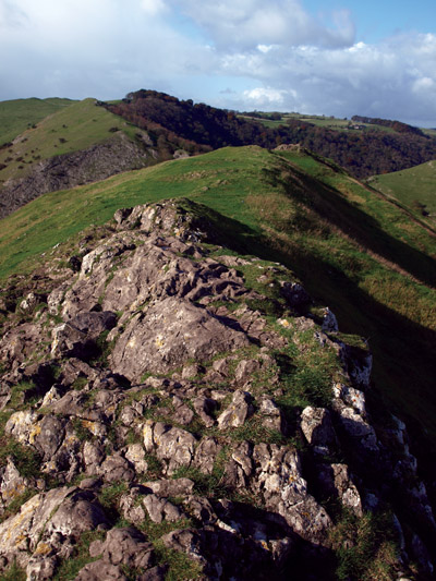 View along the summit ridge of Thorpe Cloud