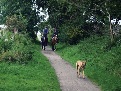 Horse-riders heading east on the High Peak Trail