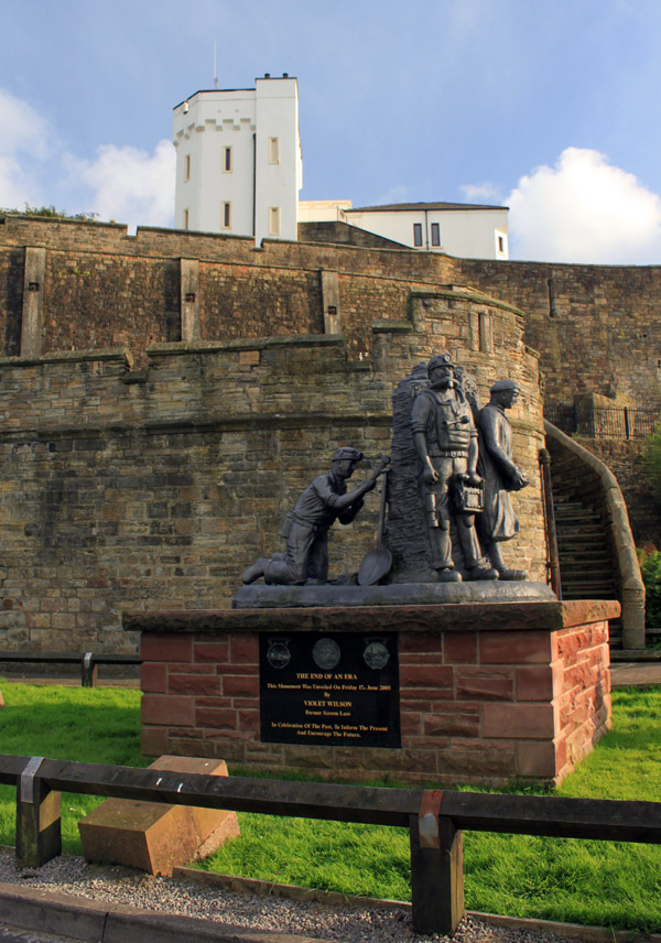 Wellington Pit monument